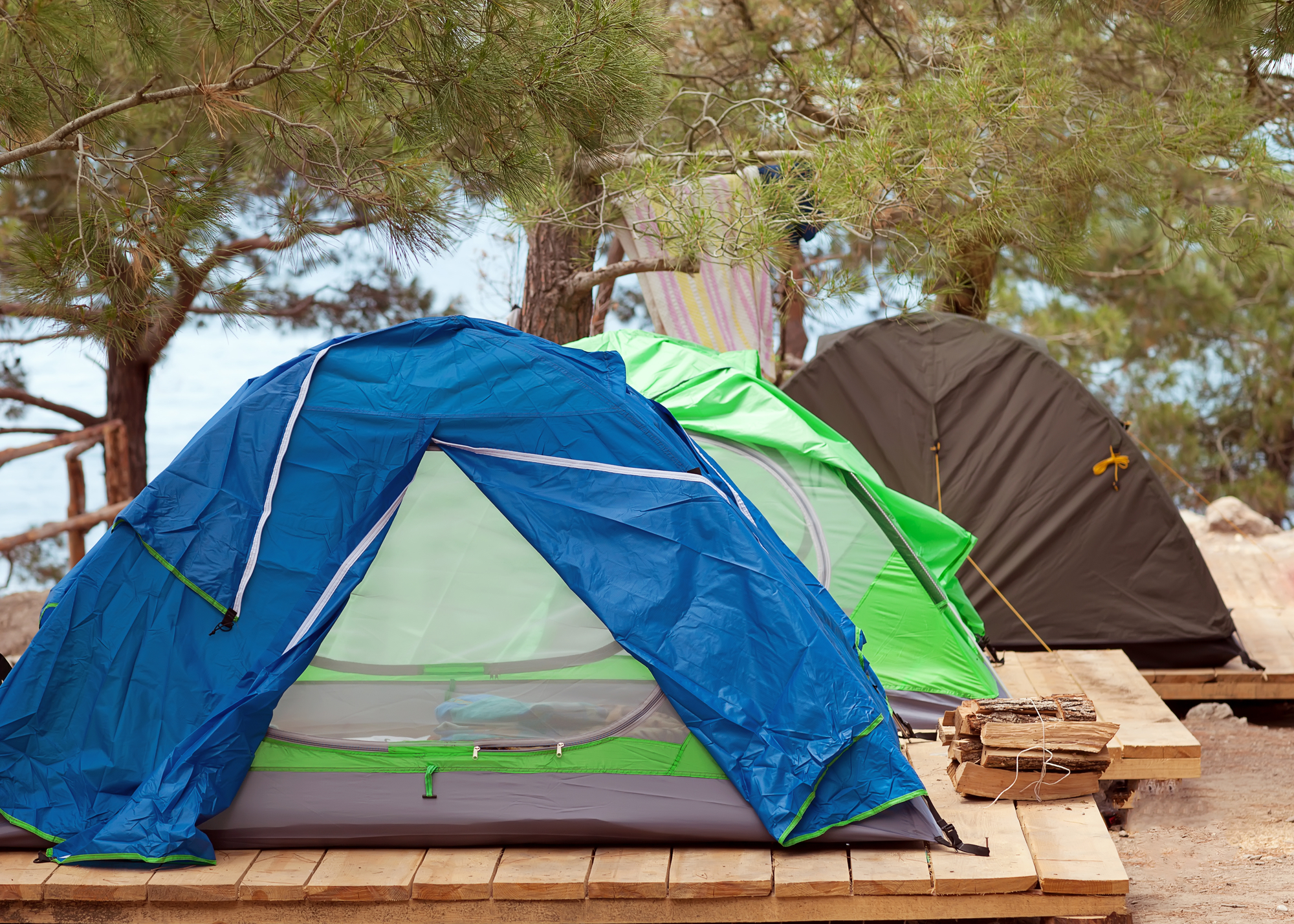 5 Best 3-Room Tents According To Structure, Material, And Functionality