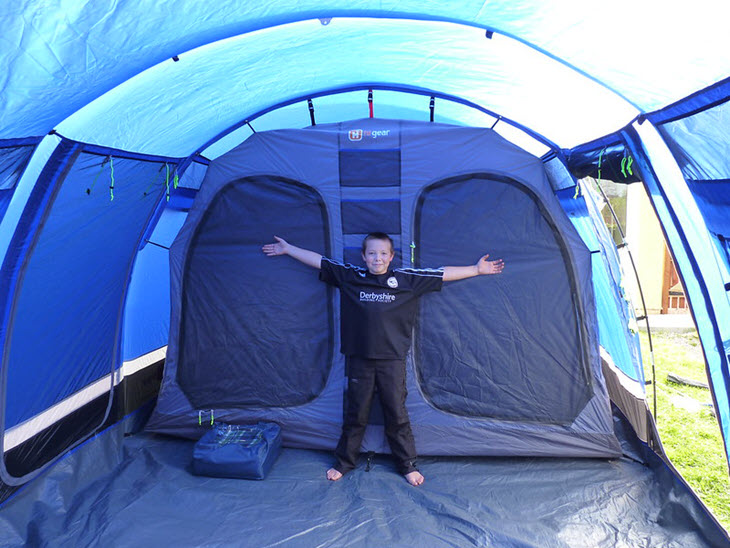 blue tent with toddler